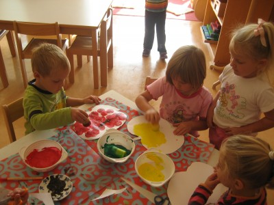 Wir benalen Äpfel in den verschidensten Farben, jeder nach seinem Geschmack.